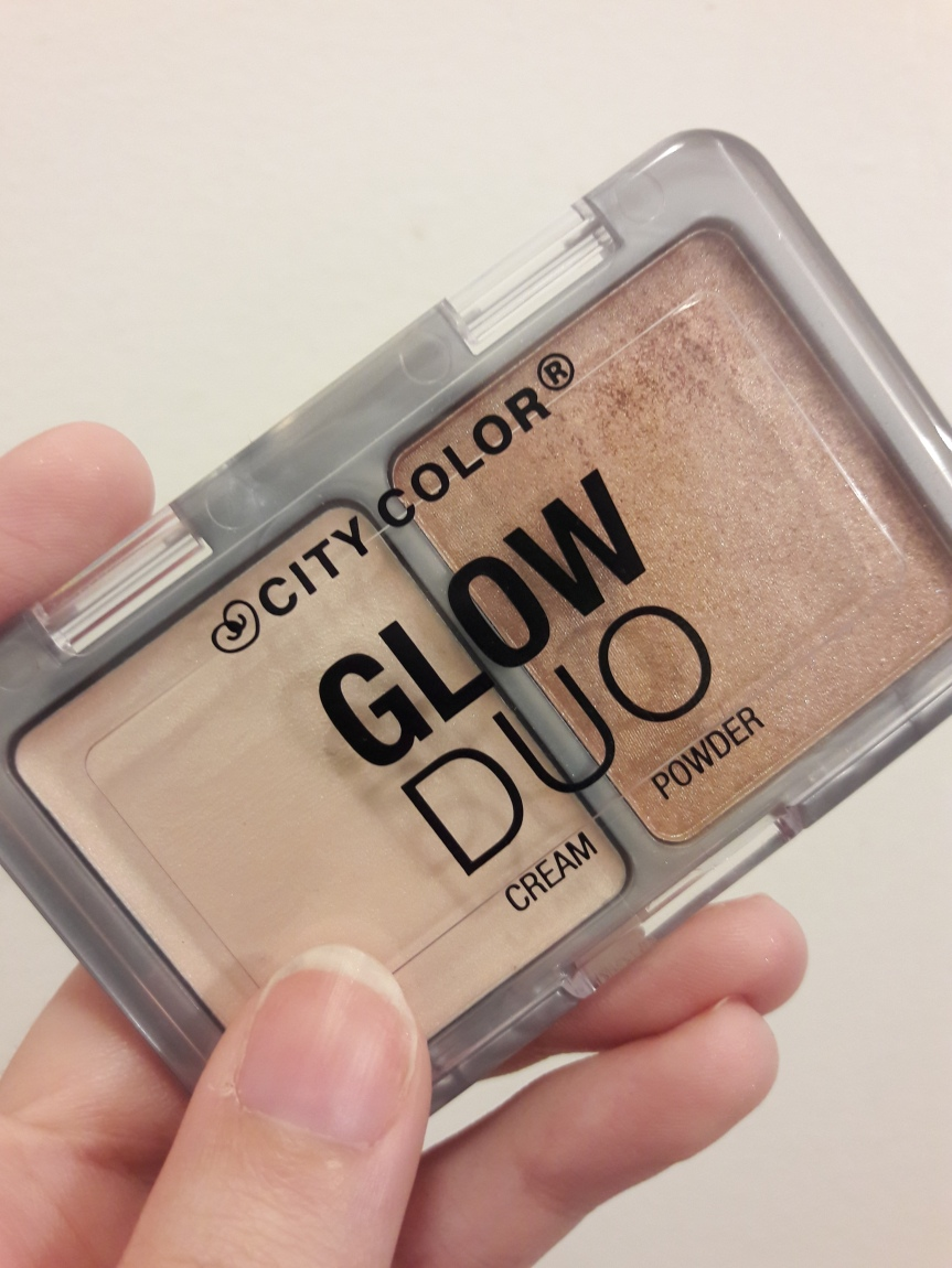 Image of the City Color Glow Duo highlighter kit. The left side is a light shimmery cream, while the right is a bronzey powder.