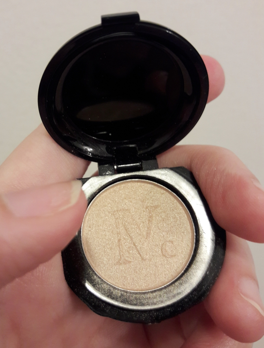Nomad Cosmetics Illuminating Highlighter in Midnight Sun. It's a tiny little pan.