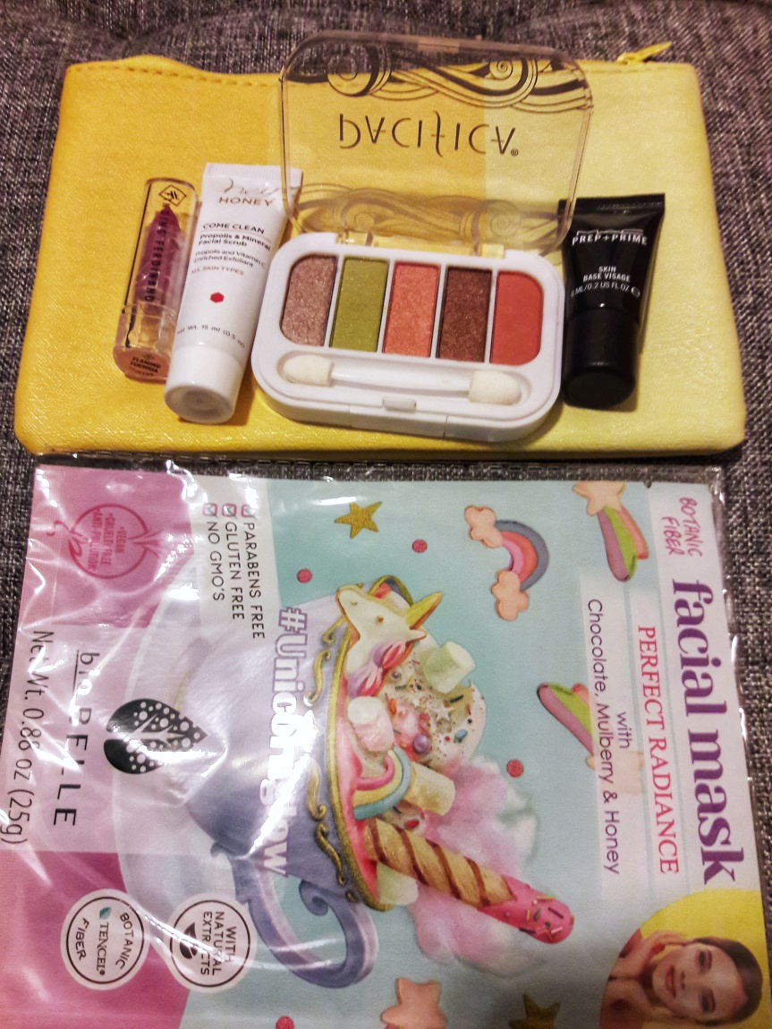 Picutre of my June 2018 ipsy bag and contents.